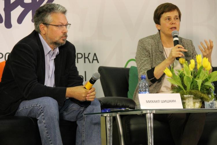 Писатель Михаил Шишкин и соучредитель Фонда Прохорова Ирина Прохорова