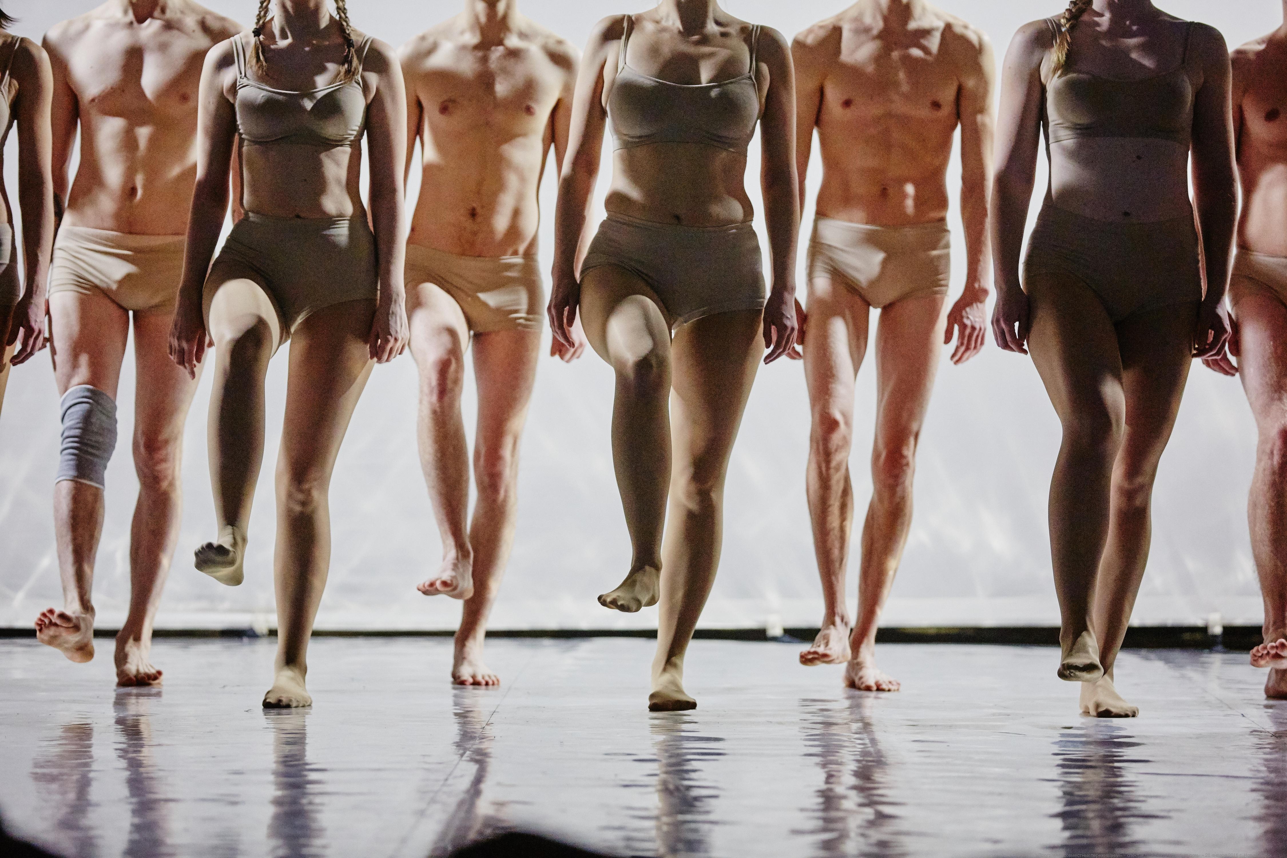 Спектакль-оргия с голыми актерами   Каталог эротического видео