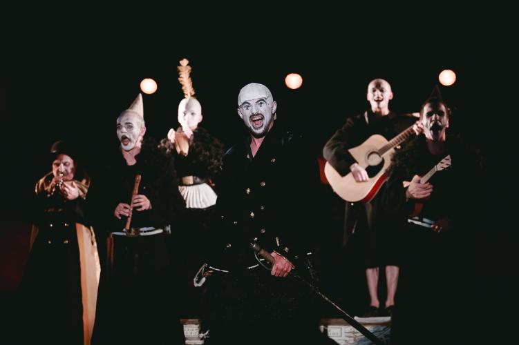 Сцена из спектакля «Мамаша Кураж и ее дети»