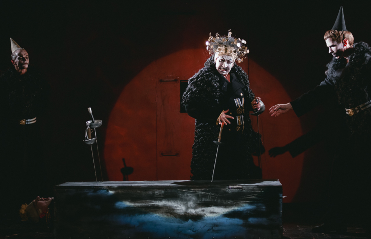 Сцена из спектакля «Мамаша Кураж и ее дети». Иветта — Ольга Кандазис