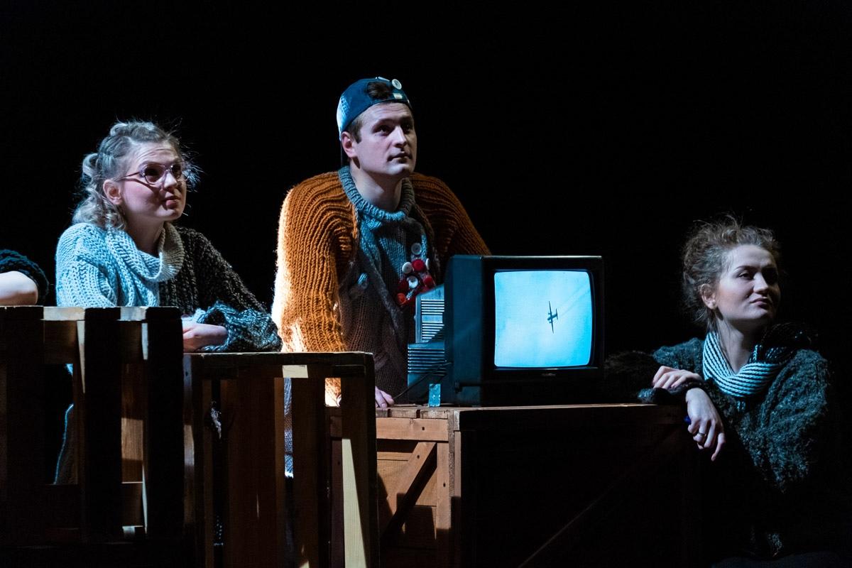 «Воин» в «Первом театре»: Первая любовь на фоне чеченской войны